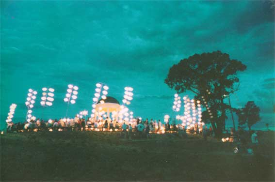Lanterns arrayed on Big Hill around the Rotunda, 11 December 1998