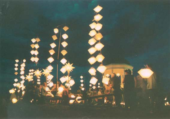 Lanterns arrayed on Big Hill, 11 December 1998