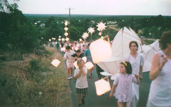 Lantern Parade moving up Big Hill, sunset 11 December 1998